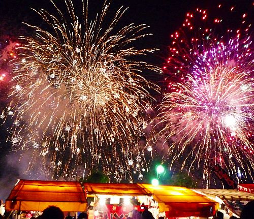 500px-nishi-nippon_ohori_fireworks_festival_2009