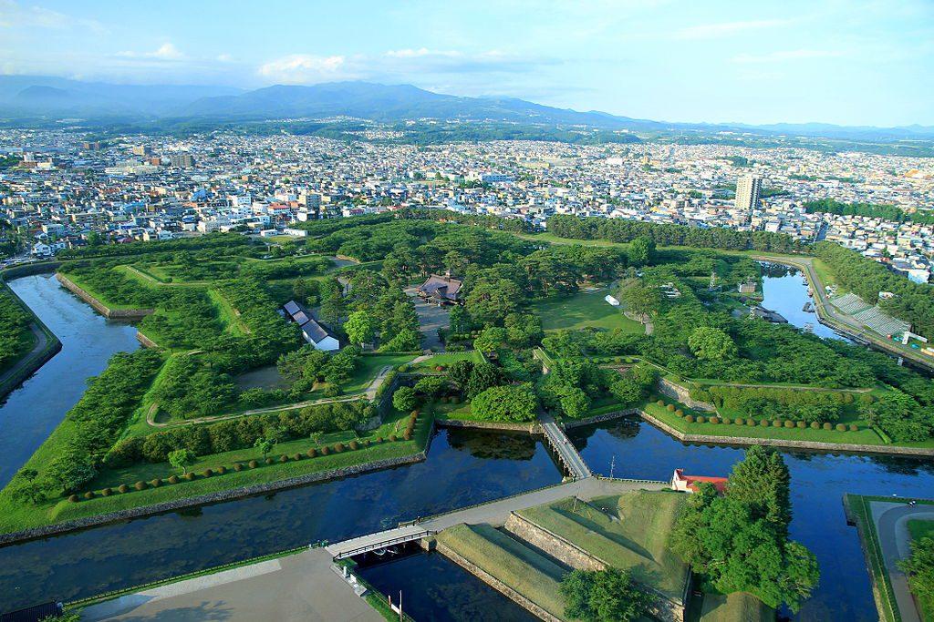 1024px-hakodate_goryokaku_panorama_1